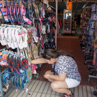 The bf's sister shopping for flip flops