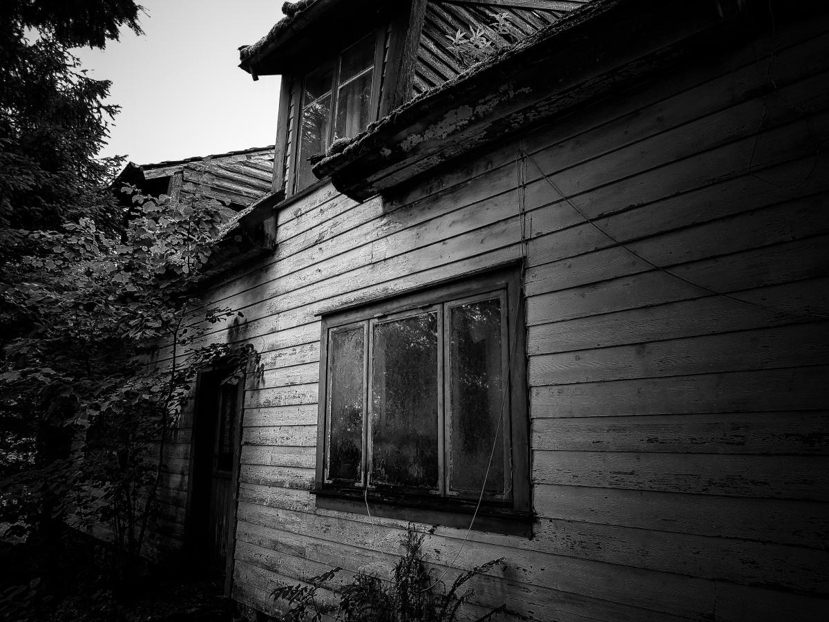Monochrome Series 3:Abandoned